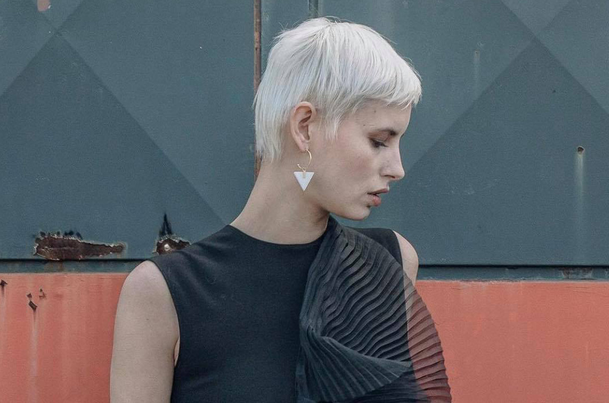 triangle-white-marble-hoops